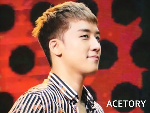 BIGBANG FM Beijing Day 2 2016-07-16 Seungri (15)