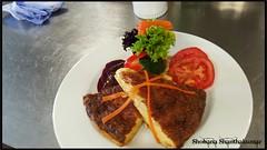 Hausgemachte Käsewähe mit einer Salatgarnitur...…