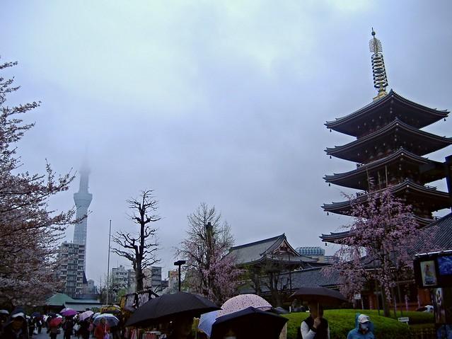 Skytree versus pagoda
