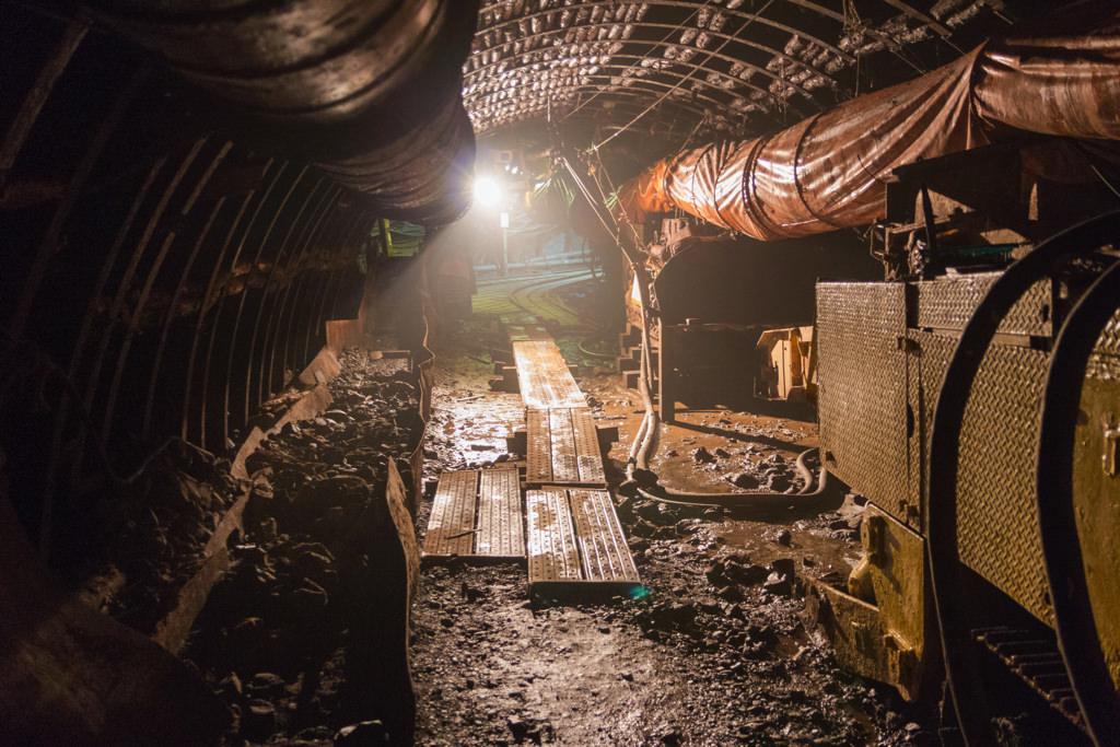 炭鉱内はBLAME!やAKIRAの世界
