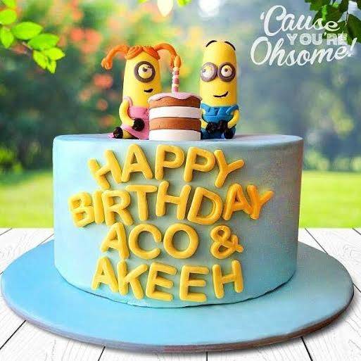 Minion Cake by Marilyn Mones