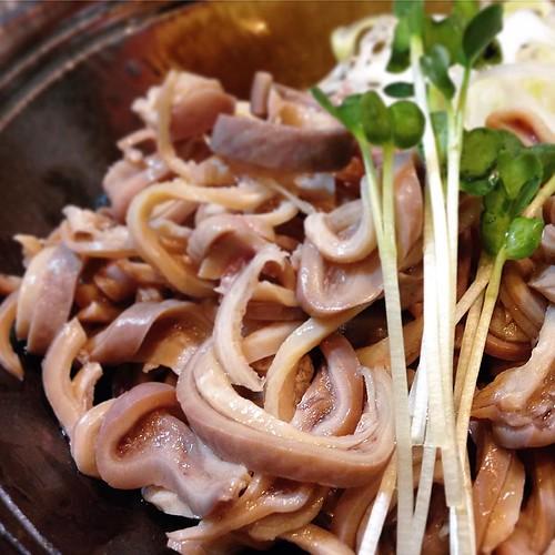 本日のおすすめ、「ガツの酢の物」です。豚のguts、つまり内臓ですが、この場合胃袋のようです。美味いよ。 #大喜利 #新丸子