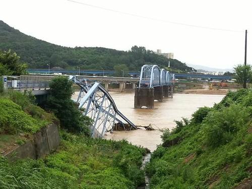 四大江工程改變水文,百年老橋也難逃劫難。