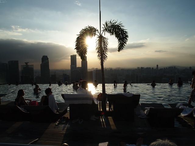 P4179036 インフィニティ・プール(天空プール)マリーナ・ベイ・サンズ・ホテル Marina Bay Sands Hotel