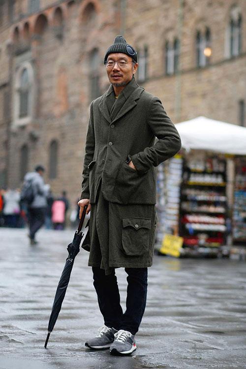 カーキジャケット on コート×黒パンツ×ニューバランスM990HL