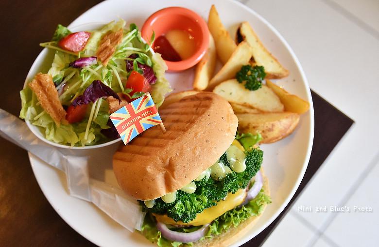 28458647080 65e80e803b b - 【熱血採訪】漢堡巴士Burger Bus 台中東區早午餐、咖啡,近旱溪夜市