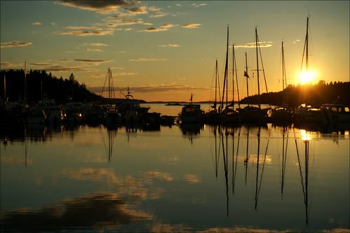 grisslehamn grisslehamnsmarina boats masts sunset reflection water roslagen sweden väddö marina sun sky clouds dusk sea waterfront