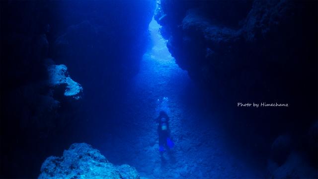 洞窟を独り占めw 運良く光が射して綺麗でした♪