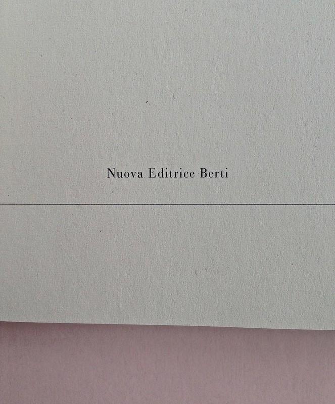 La ragazza con le rose rosse, di Marcel Proust. Nuova Editrice Berti 2014. [Responsabilità grafica non indicata]. Frontespizio, a pag. 5 (part.), 2