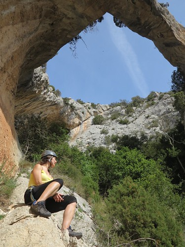 rock spain arch limestone catalunya climber rockformation abelladelaconca elforatdelslladres