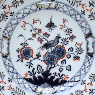 Meissen, Teller, Wandteller, chinesischer Blumen und Vogel Dekor, koralle, gold, Knaufschwerter, blaues Vogelmodell, Vogelmuster