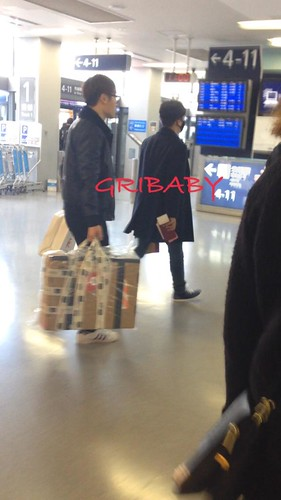 Big Bang - Kansai Airport - 19jan2015 - Seung Ri - GRIBABY - 02 copy