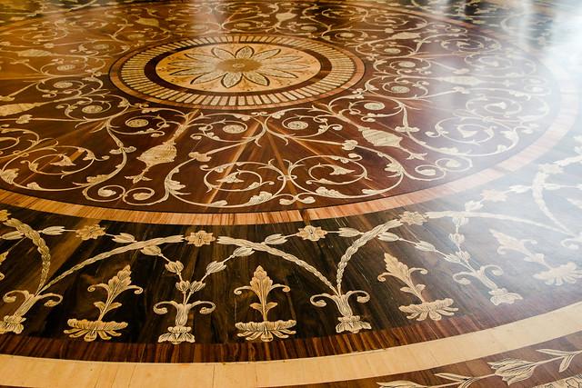 Beautiful wooden mosaic floor in Hermitage Museum, Saint Petersburg, Russia サンクトペテルブルク、エルミタージュ美術館の美しい寄木細工の床