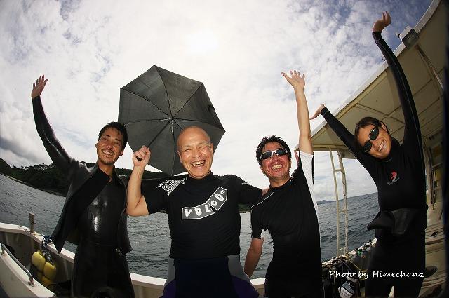 20150527 本日の集合写真 サングラス置いてきて、傘もってきたら晴れた!
