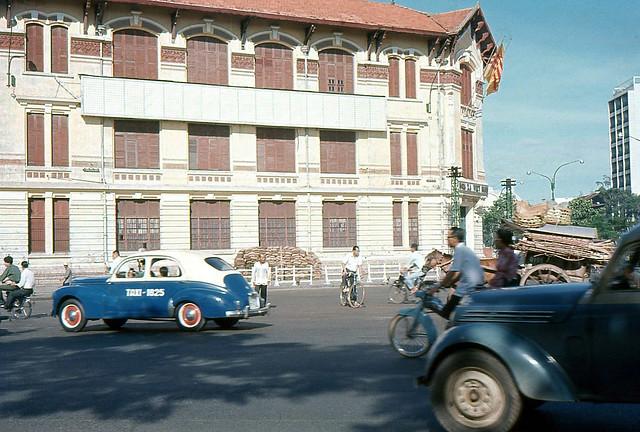 SAIGON 1965 - Street Scene During Vietnam War - Trụ sở HỎA XA VIỆT NAM - Pháp trường cát - Bùng binh Chợ Saigon