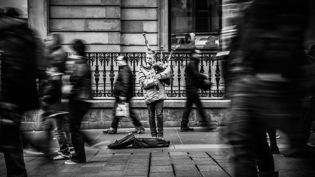 The young player, Glasgow, Scotland, Street photography picture