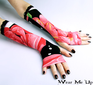 Black fingerless gloves with large flowers and charming black lace