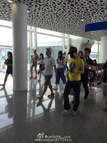 more BIGBANG arrival Shenzhen 2015-08-07 (15)