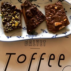 @balyet toffee : pistachio no6, allspice & nibs and jumble peeps, so good with coffee #balyet #toffee #osaka #lucua1100 #japan #coffee