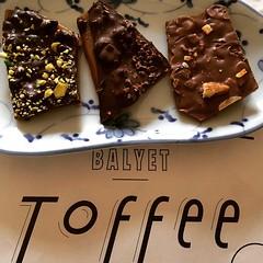 @balyet toffee : pistachio no6, allspice & nibs and jumble peeps, so good with coffee #balyet #toffee #osaka #lucua1100 #japan #coffee