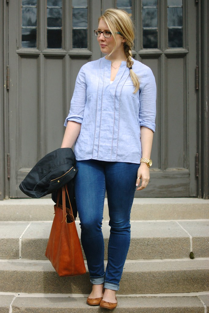 blue tunic with jeans and cognac accessories
