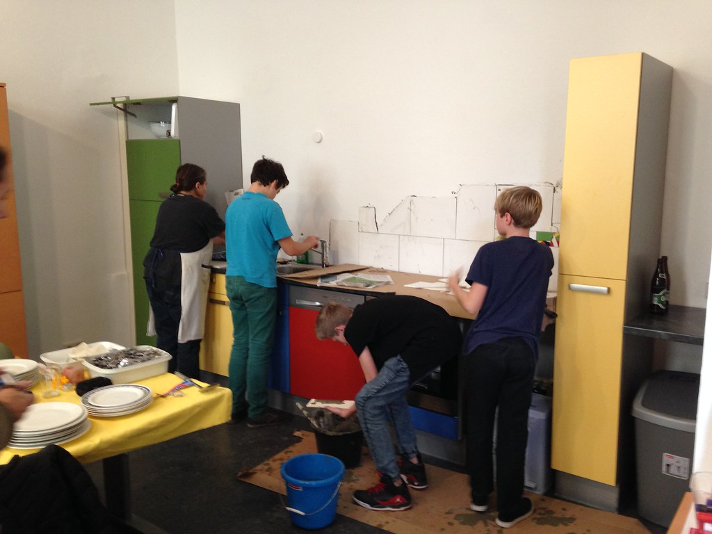 20151107_Die Küche wird aufgestellt ...