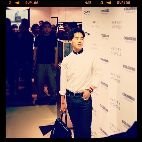 G-Dragon_HarveyNichols-COLOMBO_VIA_DELLA_SPIGA-HongKong-20140806 (51)