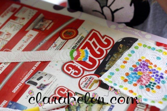 Pulsera con servilletas en botella reciclada y cinta adhesiva