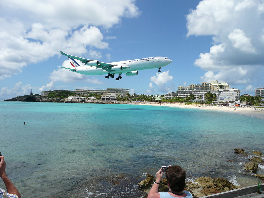 Air France Jumbo Jet landing near Maho Beach in St. Maarten