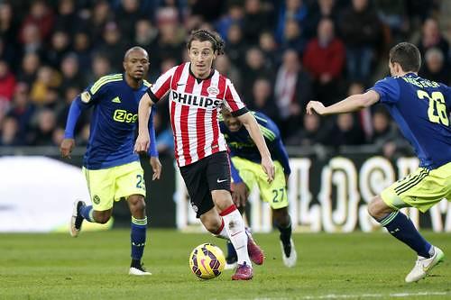 El mediocampista Andrés Guardado encabeza la lista de mejor futbolista de Holanda con el PSV