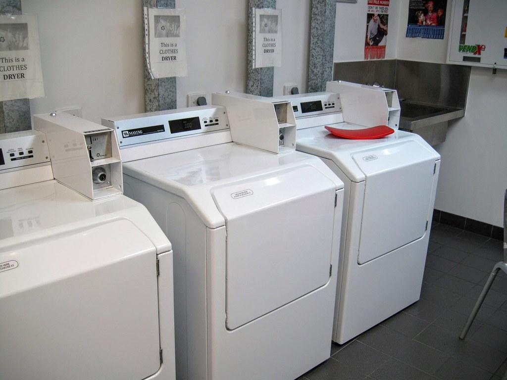 洗衣服! 像宿舍阿!! 來這邊要準備一些零錢,想要break money可以到櫃檯