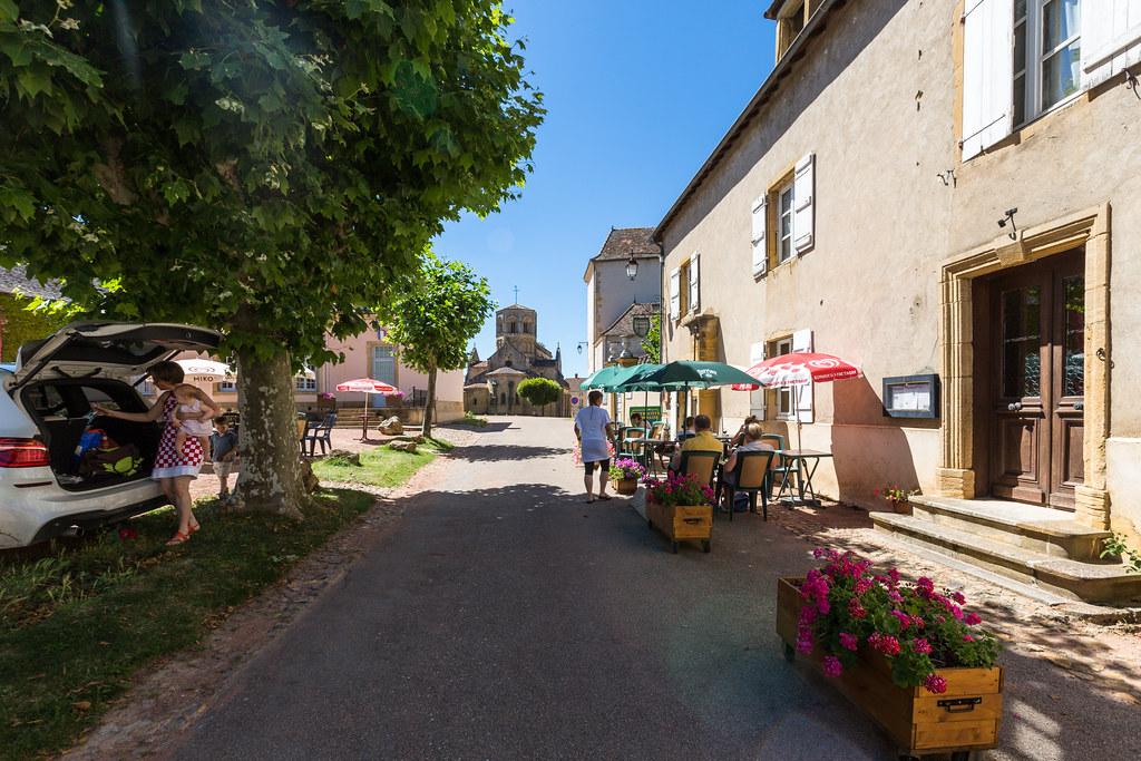 Semur-en-Brionnais Cafe