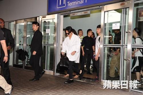 GDragon-arrival-HongKong-20140806 (4)