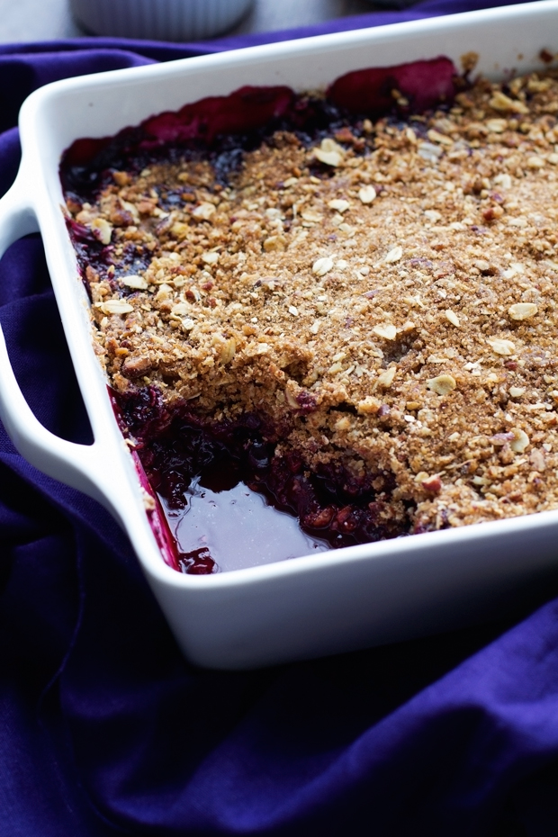 Quick and Easy Blueberry Crisp with Oats and Pecans! This is the simplest, most delicious dessert ever! #blueberries #blueberrycrisp #blueberrycrumble #summer | Littlespicejar.com