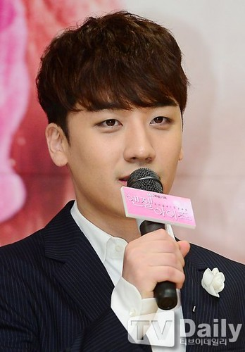 seungri_angel_eyes_140403_025-400x575