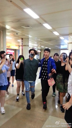 GDragon-returningfromJapan-Gimpo_2014-07-21 (12)