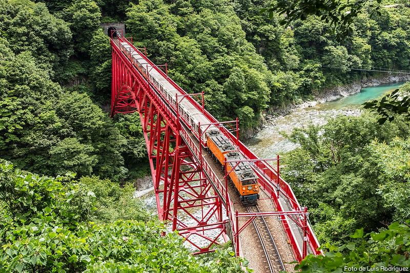 Tren de la garganta de Kurobe, en un itinerario de 17 días por Japón