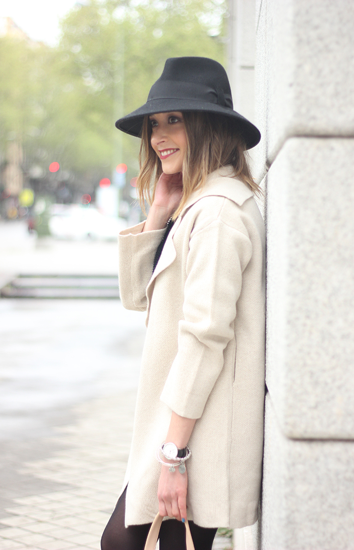 Beige Jacket Choies Black Skirt Suiteblanco Black Hat Uterqüe08