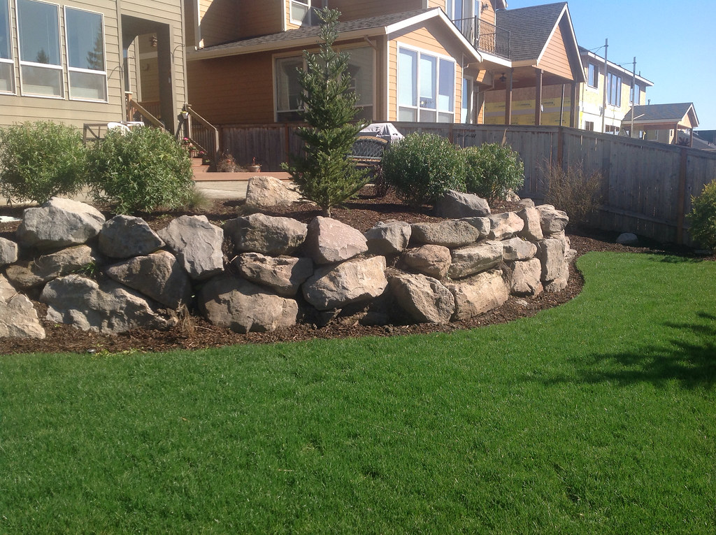 Landscape wall design installation by greenhaven for Landscaping rocks vancouver