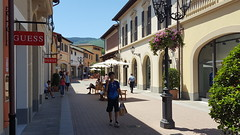 Outlet Village