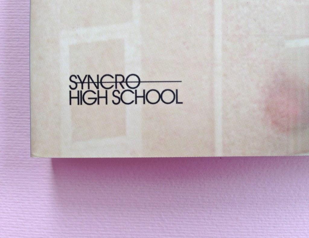 Greco moderno, di Nikos Petrou. Syncro High School 2015. Progetto grafico di Syncro Groove; alla cop. fotog. col. di Vasilis Tsarnas. Copertina (part.), 3