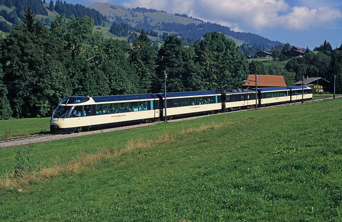 Arst 152 + As 154 + GDe 4/4 6004 Interlaken + As 153 + Arst 151 as Super Panoramic Express to Montreux between Schönried and Gstaad on 10 September 1996