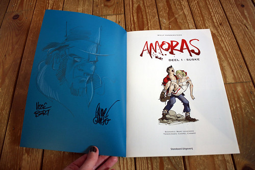 signed copy of Amoras #1