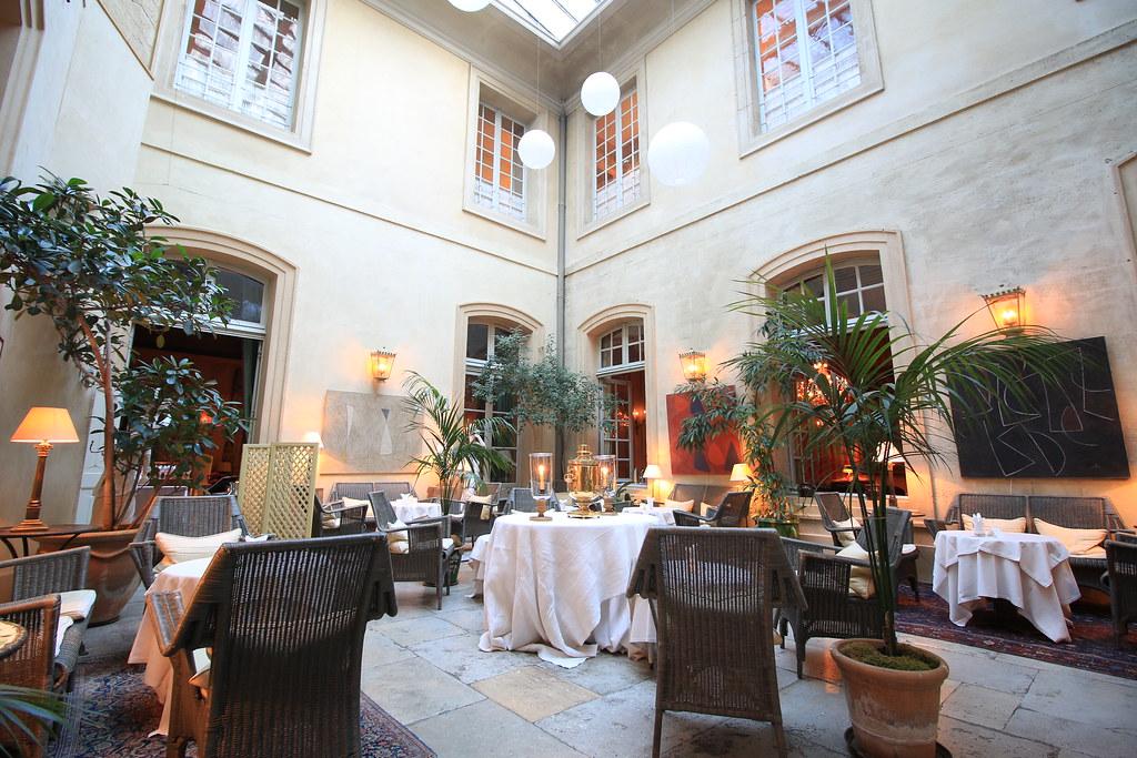 Provence cyling Avignon la Mirande restaurant 8