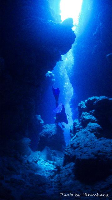 洞窟探検中のOさま♪