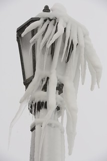 _frozen street lamp