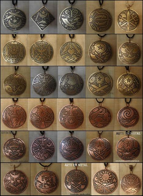 Medalhas com Ferramentas de Orixás