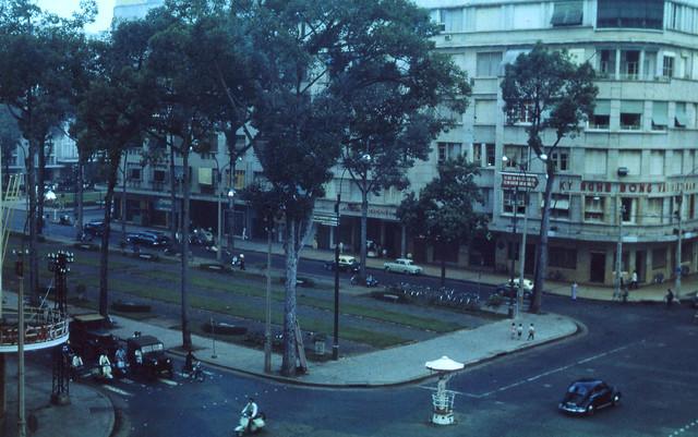 SAIGON June 1963 - Vườn hoa Công trường LAM SƠN