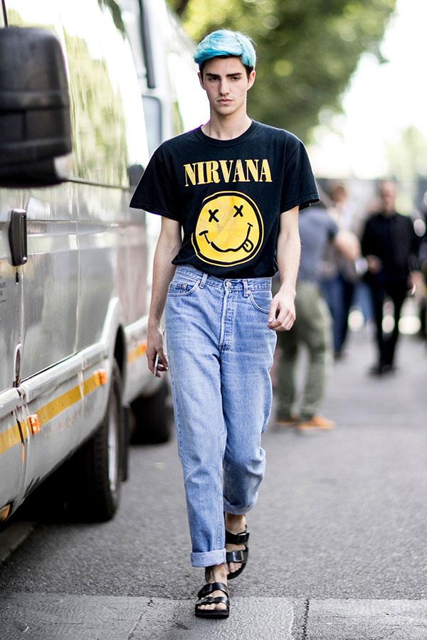 NIRVANA 黒Tシャツ×ジーンズ×黒サンダル