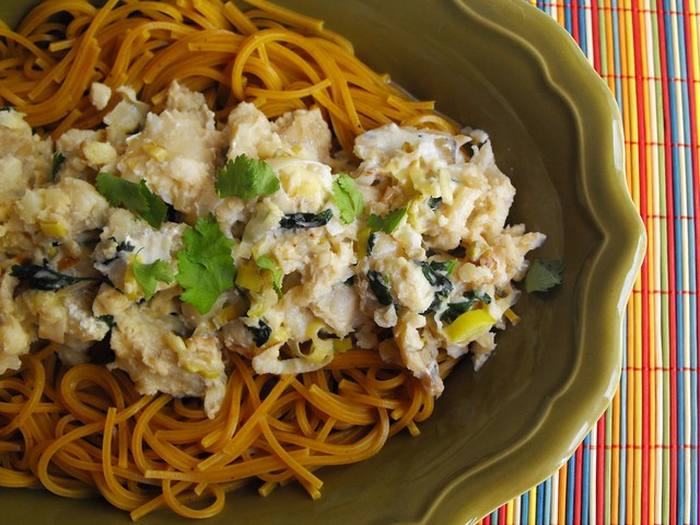 Esparguete com caril e bacalhau
